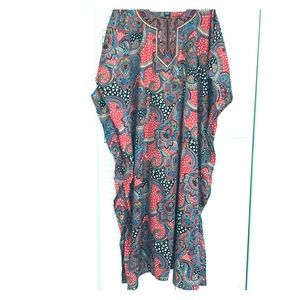 """Long, loose fitted outer robe  """"Djellaba"""" type"""